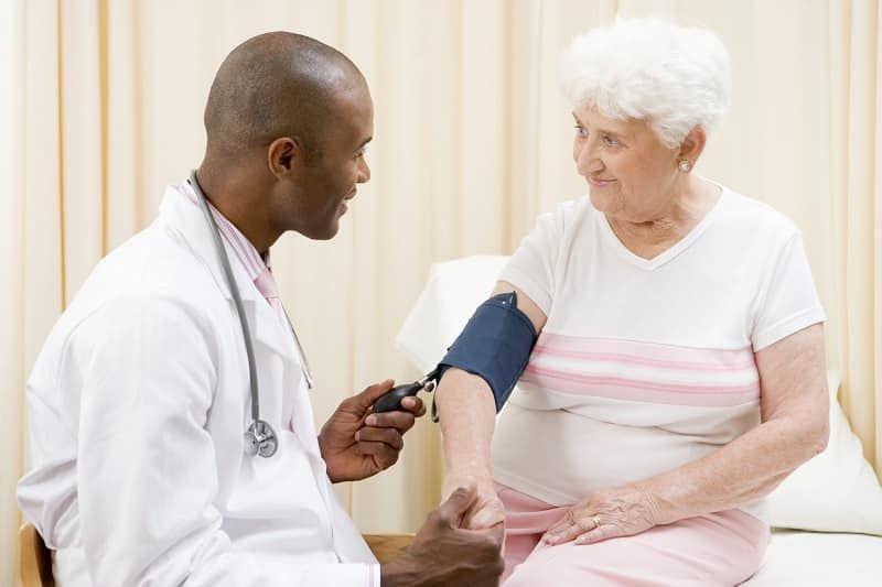 هرچه سن بالا می رود احتمال ابتلا به فشار خون بالا نیز بیشتر می شود