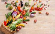 برخی بر این باورند که مصرف میوه ها در رژیم ممنوع است، این در حالی است که میوه ها از جمله غذاهای آزاد در رژیم دکتر کرمانی محسوب می شوند.