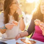 شما به این 4 دلیل پرخوری میکنید برنامه غذایی رژیم لاغری