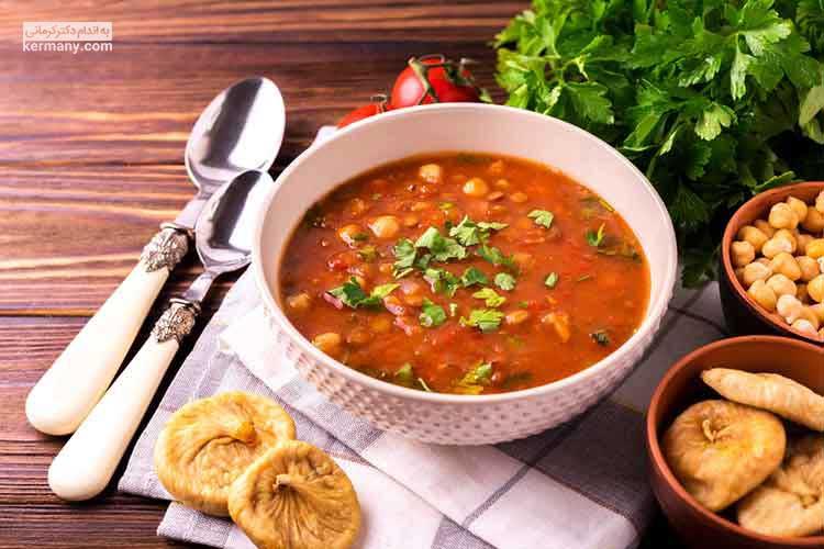 سوپ حریره به دلیل داشتن پروتئین و افزایش احساس سیری، یک وعده غذایی مناسب برای ماه رمضان است.