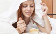 این 5 غذا را قبل از خواب نخورید