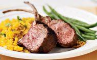 گوشت بره کباب شده به همراه برنج زعفرانی