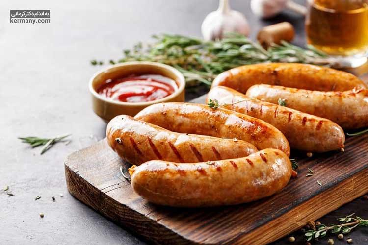 تغذیه نامناسب و به خصوص مصرف غذاهایی که مقدار نمک قابل توجهی دارند، یکی از دلایل اصلی ابتلا به فشار خون بالا است.