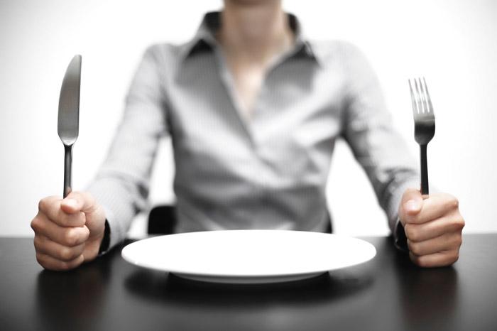 چگونه در طول رژیم غذایی با گرسنگی تان مقابله کنید؟