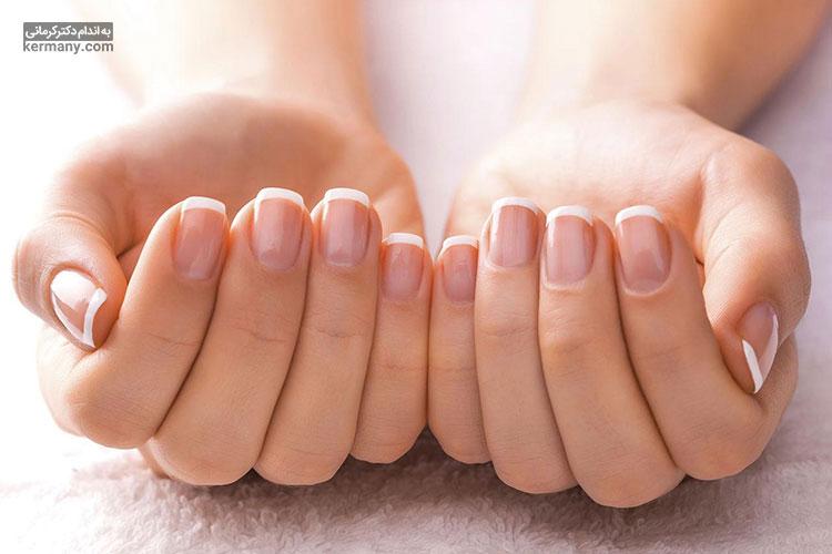 یکی از مهمترین خواص ویتامین سی، کمک به سلامت ناخن، پوست و موی افراد است.