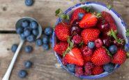 6 قانون غذا خوردن که متخصصان همیشه رعایت می کنند توت فرنگی رژیم لاغری