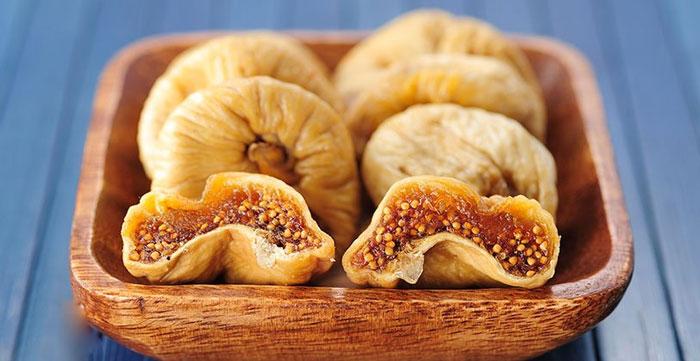 میوه های خشکی که حاوی پروتئین هستند انجیر خشک شده کاهش وزن