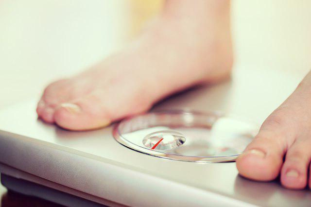 چطور از بزرگ ترین سد کاهش وزن عبور کنید؟ وزن کردن رژیم لاغری