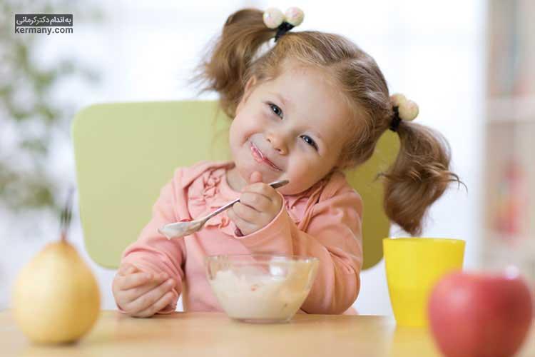 غذا خوردن در جمع میتواند موجب افزایش اشتها و علاقه کودک به غذاهای سالم شود.