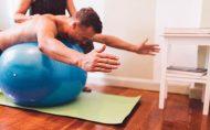 با توپ طبی به عضلات شکم شکل دهید پیلاتس ورزش