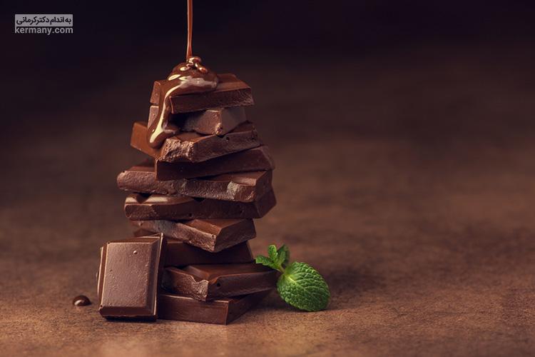 َخواص شکلات تلخ بسیار زیاد است اما باید توجه داشته باشید که کالری آن هم قابل توجه است و باید در مصرف آن تعادل را رعایت کنید.