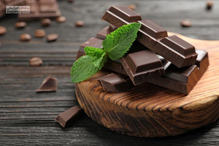شکلات تلخ یک خوراکی بسیار خوش طعم است و به علت وجود آنتی اکسیدان، خواص بسیار زیادی دارد.