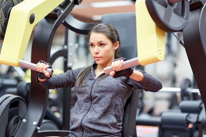 چرا خانم ها باید روی عضلات سینه کار کنند