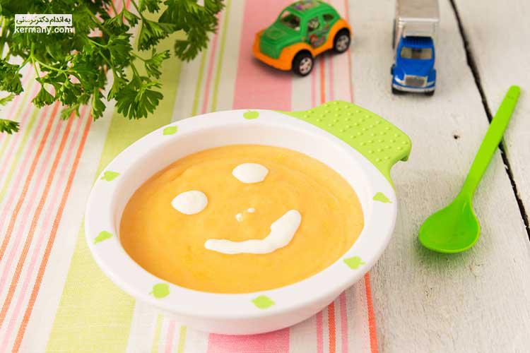لازم است غذای نوزاد بافتی بسیار نرم داشته باشد و به صورت پوره یا له شده تهیه شود.