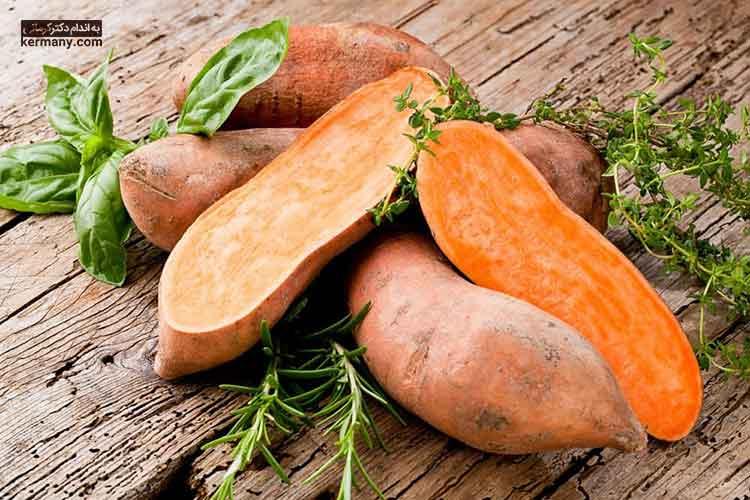سیب زمینی شیرین کربوهیدرات زیادی دارد و برخلاف سیب زمینی معمولی، باعث  افزایش انسولین نمی شود.