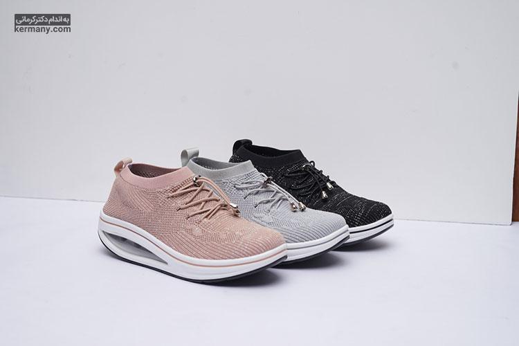 علت کمردرد در زنان ممکن است استفاده از کفش نامناسب باشد.