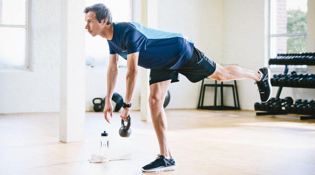 دد لیفت با یک پا - روتین ورزشی که می تواند تمام قسمت های بدن را شکل بدهد - رژیم لاغری - کاهش وزن