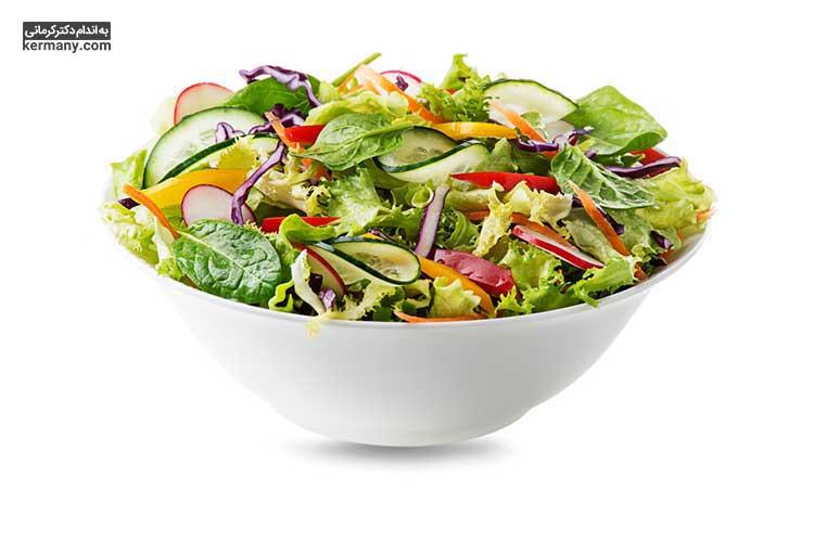 در رژیم آبمیوه، سه روز پس از پاکسازی بدن، لازم است غذایی مانند آبگوشت سبزیجات و یا سالاد مصرف کنید.