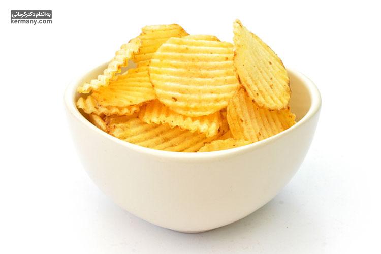 غذاهای فرآوری شده دارای اسیدهای چرب ترانس هستند که یکی از  عوامل اصلی ابتلا به چربی خون بالا محسوب می شوند.