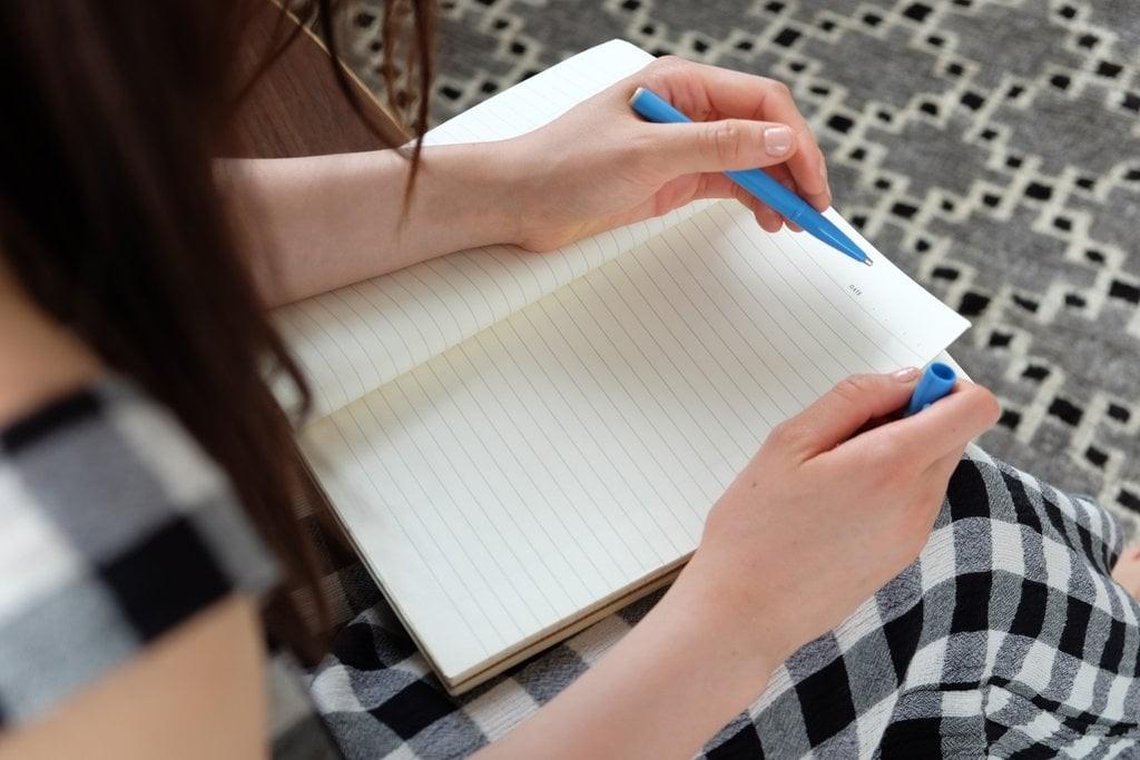 برای لاغر شدن هر چه می خورید بنویسید
