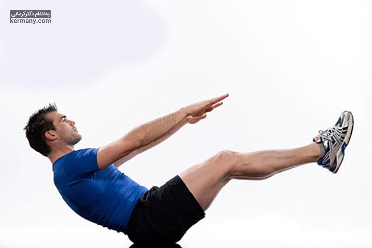 ورزش قایق با درگیر کردن عضلات شکم، میتواند به تقویت این عضلات و لاغری شکم کمک بسیار زیادی کند.