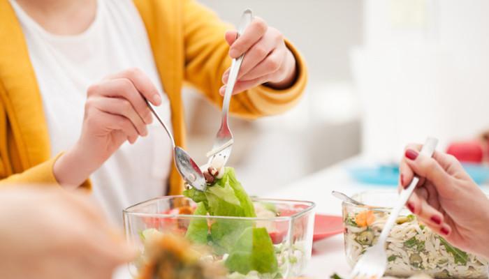 لاغری شکم با آهسته غذا خوردن