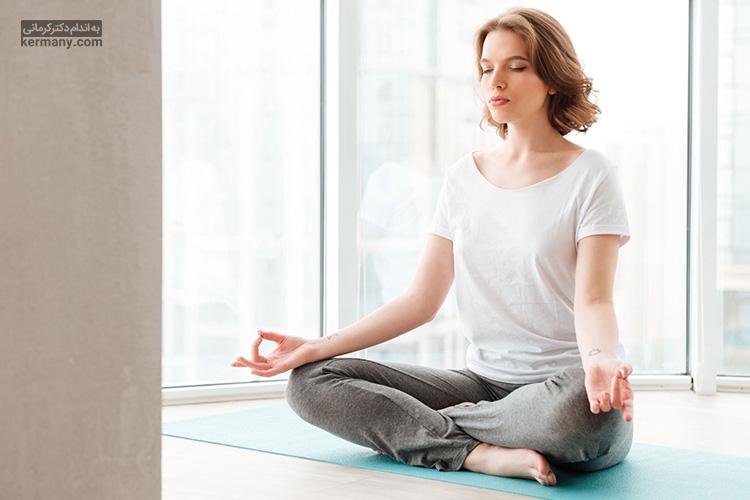 مدیتیشن و انجام حرکات یوگا می تواند موجب کاهش استرس شود.