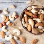 با دانستن کالری غذاهای عید و کنترل کالری دریافتی روزانه خود، از چاقی جلوگیری کنید.