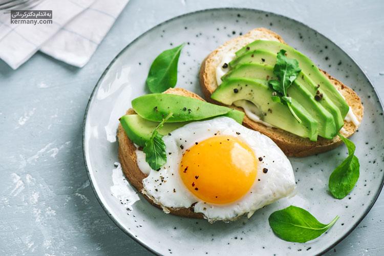 مصرف پروتئین با افزایش احساس سیری موجب میل کمتر شما به غذا و تنقلات نوروز می شود.