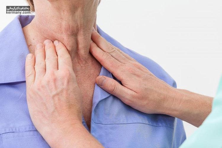 از علائم تیروئید میتوان به تورم محسوس گلو اشاره کرد که در صورت مشاهده، باید به پزشک مراجعه کنید.