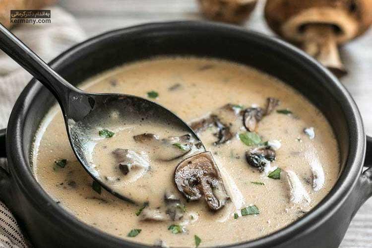 سوپ قارچ و سیر خامه ای