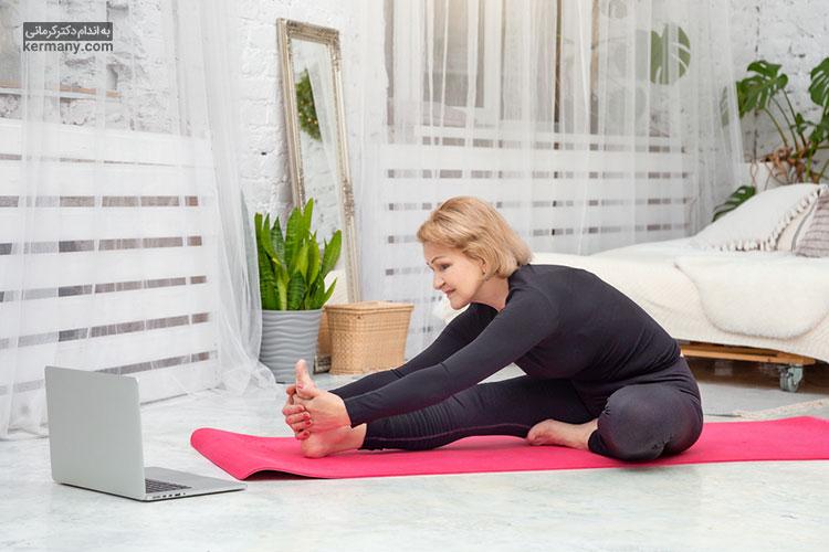 ورزش منظم می تواند حرکت غذا در روده ها را تسریع کند و از ابتلا به یبوست جلوگیری کند.