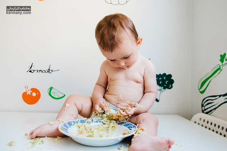 پس از رسیدن کودک به سن تغذیه با غذای کمکی، ترشح شیر مادر کاهش می یابد.
