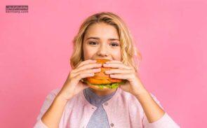 علت اشتهای زیاد و پرخوری در کودکان میتواند تشویق والدین به خوردن غذای بیشتر باشد.
