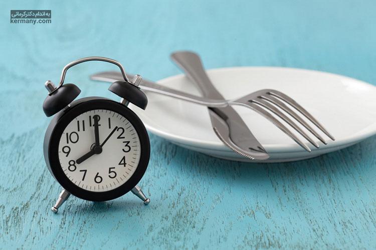 رژیم فستینگ یا روزه داری یکی از رژیم های متداول لاغری است که علاوه بر کاهش وزن، می تواند به پاکسازی و سم زدایی بدن منجر شود.
