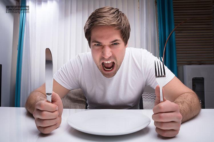 در صورت احساس گرسنگی شدید در هنگام رژیم فستینگ، حواس خود را متمرکز کار یا تفریح مورد علاقه خود کنید تا بتوانید این گرسنگی را نادیده بگیرید.