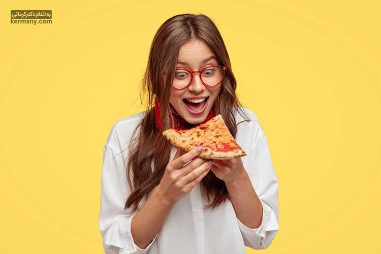 با شناخت دلایل هیجان غذا خوردن، میتوانیم این هیجانات را کنترل کرده و از پرخوری جلوگیری کنیم.