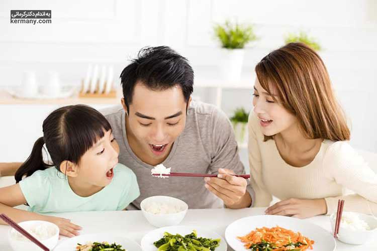 مردم آسیای شرقی با وجود مصرف برنج، به دلیل برنامه غذایی مناسب و عدم پرخوری، چاق نمی شوند.